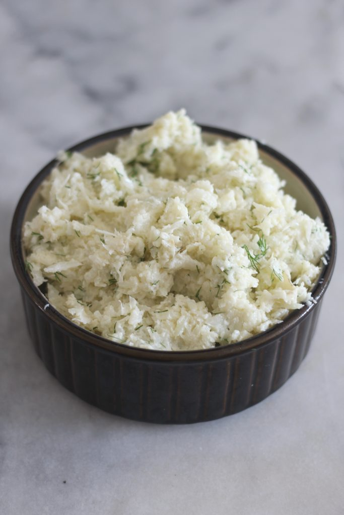 This low carb baked garlic parmesan cauliflower mash is a perfect side dish for Thanksgiving or any meal. #lowcarb #keto #LowcarbThanksgiving #ketothanksgiving #mashedcauliflower