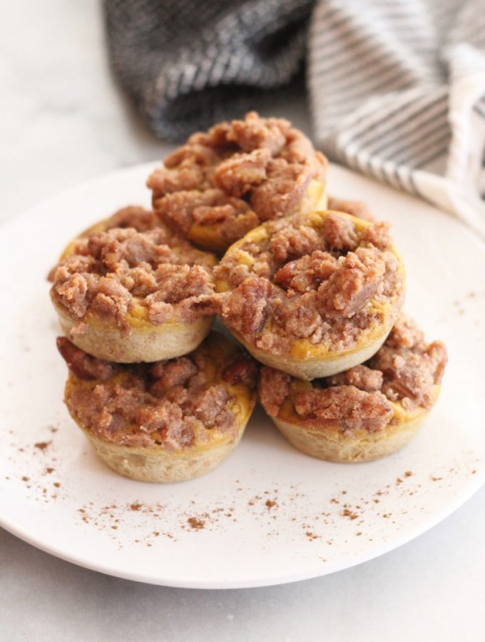 Welcome autumn with these Keto Pumpkin Pie Egg Loaf Muffins! They taste just like pumpkin pie and are delicious with a cinnamon streusel topping!